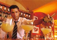 Vorrat - Vorrat an Alkohol (im Hintergrund) in einer Bar